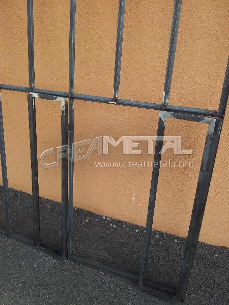 Faire une verriere en metal maison design for Fabriquer porte verriere