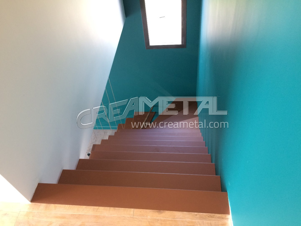 etude et fabrication escalier suspendu sur mesure 1 4 tournant balanc dans la r gion lyonnaise. Black Bedroom Furniture Sets. Home Design Ideas