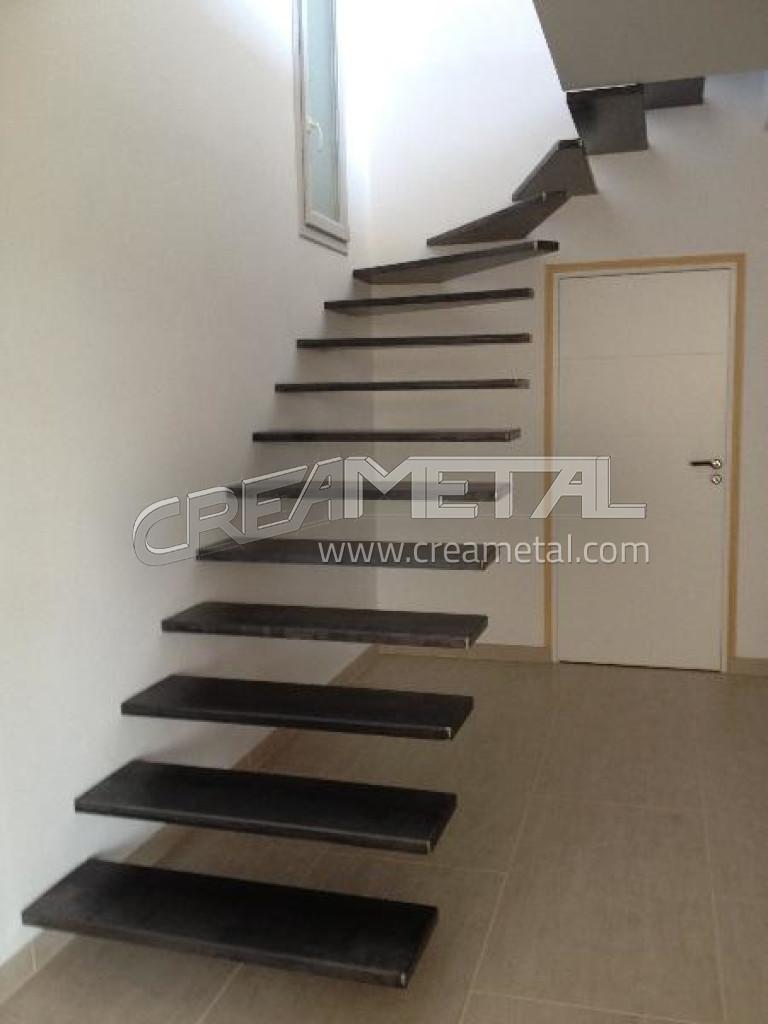 Escalier Suspendu 1/4 Tournant Balancé En Acier Design Et Moderne à  Belleville 69