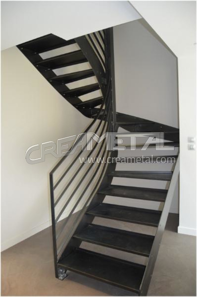 etude et fabrication escalier 2 4 tournant vernis incolore villefranche sur saone creametal. Black Bedroom Furniture Sets. Home Design Ideas