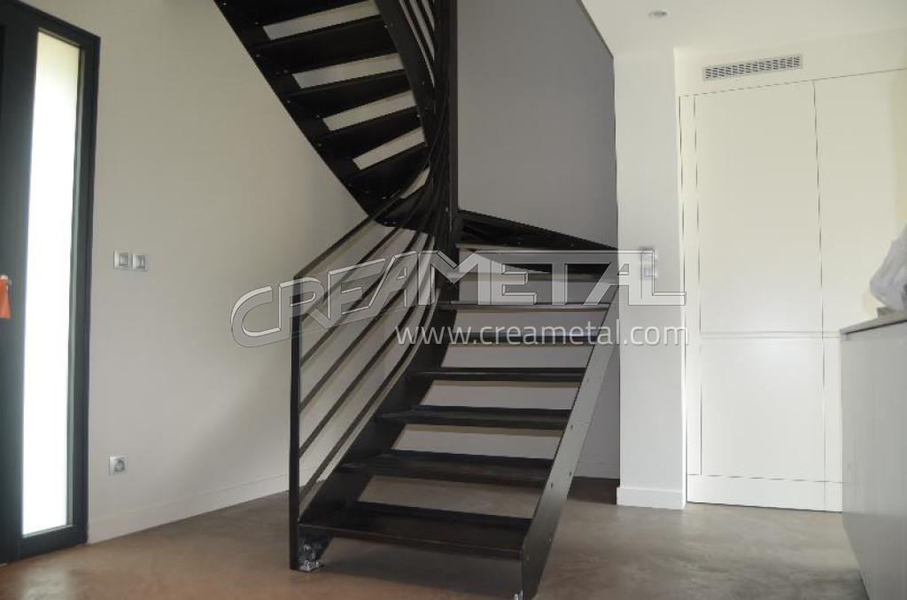 etude et fabrication escalier 2 4 tournant vernis incolore villefranche sur saone creametal. Black Bedroom Furniture Sets. Home Design Ideas