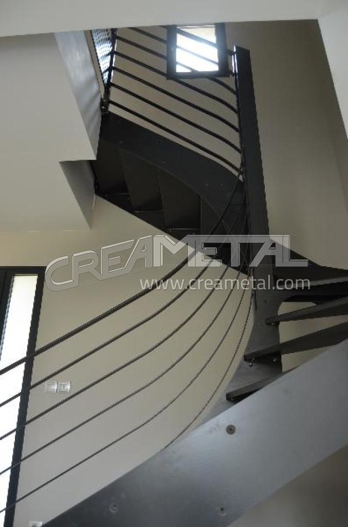 fabricant escalier int rieur 2 4 tournant balanc en acier avec traitement vernis incolore et. Black Bedroom Furniture Sets. Home Design Ideas