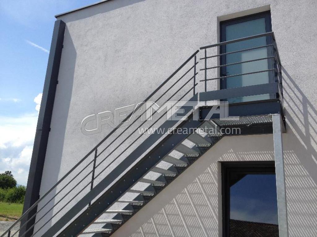 Etude et fabrication Escalier droit avec palier de réception à ...
