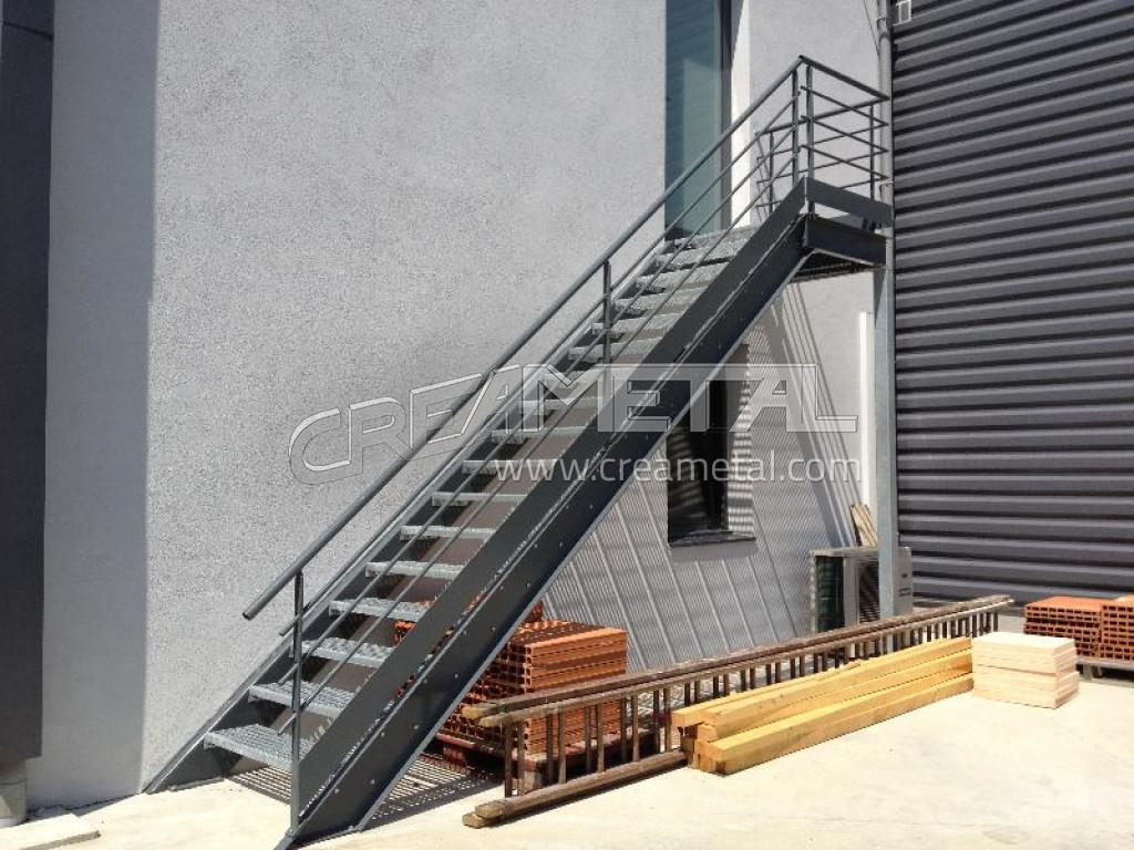 Fabricant escalier droit avec palier de r ception limon en acier laqu et ma - Escalier droit acier ...