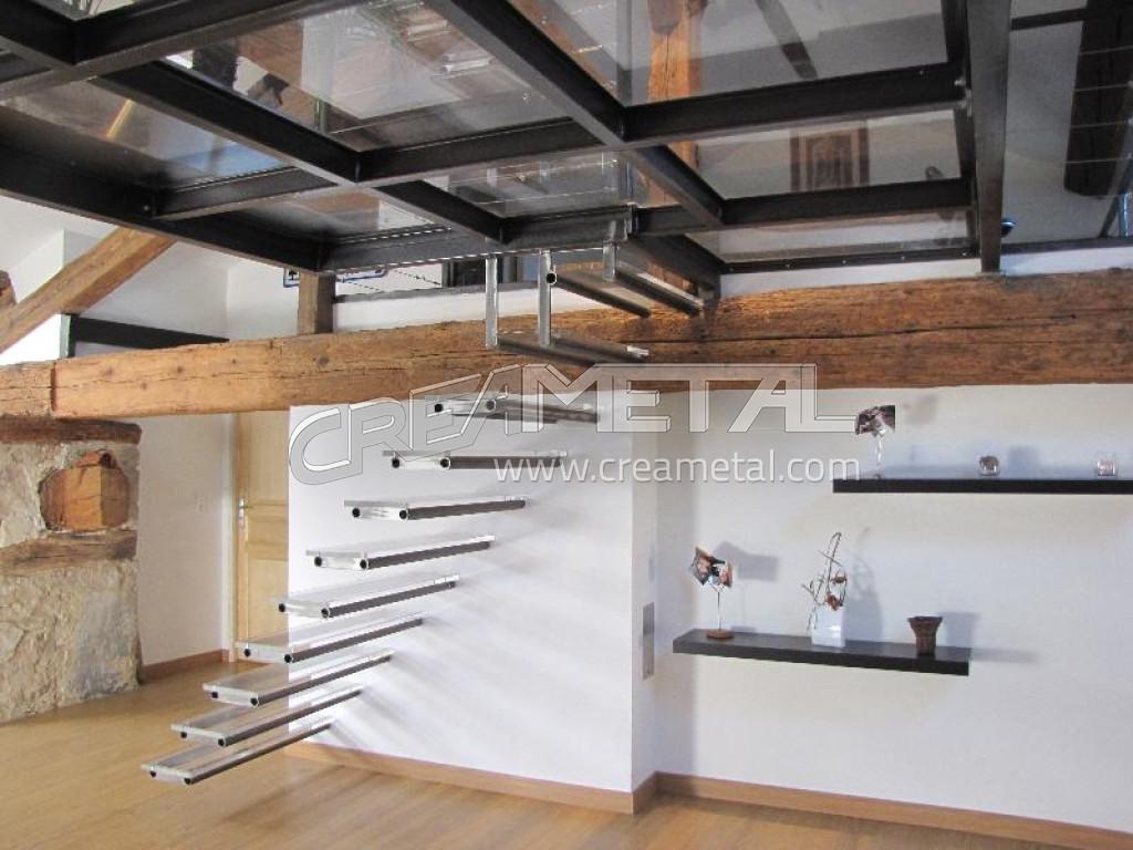fabricant escalier suspendu en acier brut avec marches en. Black Bedroom Furniture Sets. Home Design Ideas