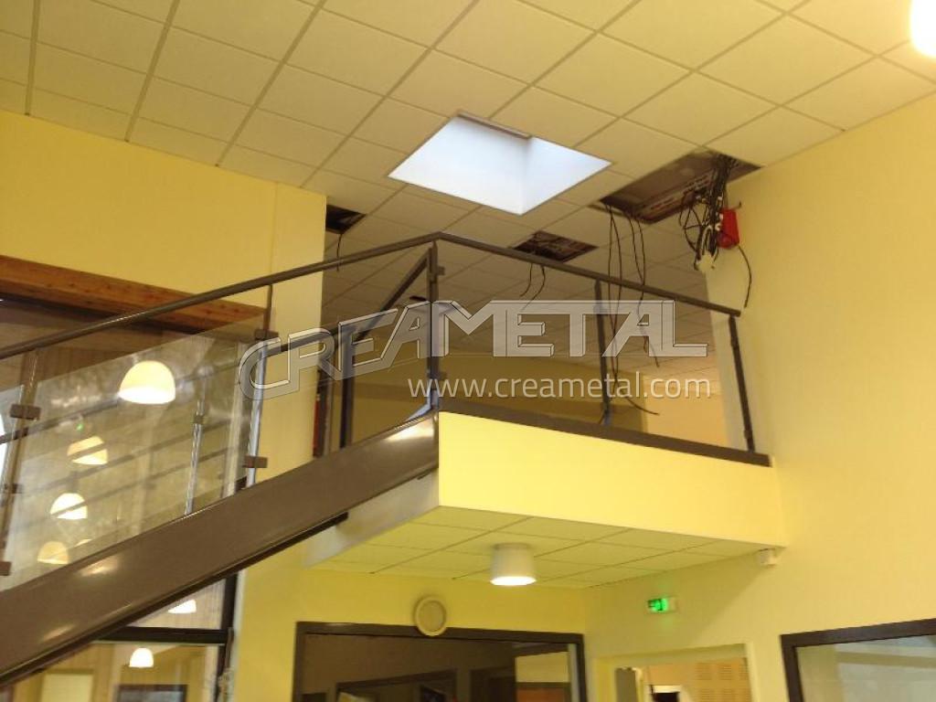 etude et fabrication escalier en acier avec garde corps vitr dans l 39 ain 01 creametal. Black Bedroom Furniture Sets. Home Design Ideas