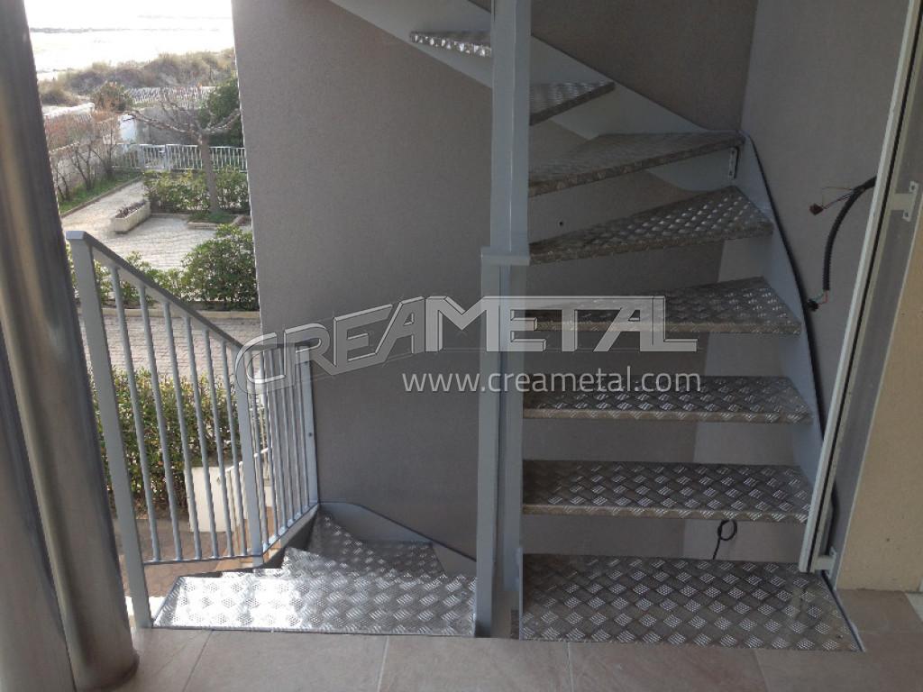 Fabricant etude r alisation et installation d 39 un escalier for Plan escalier exterieur