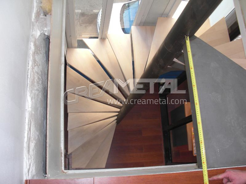 Fabricant escalier helico dal cage carr e en acier brut for Square spiral staircase plans hall