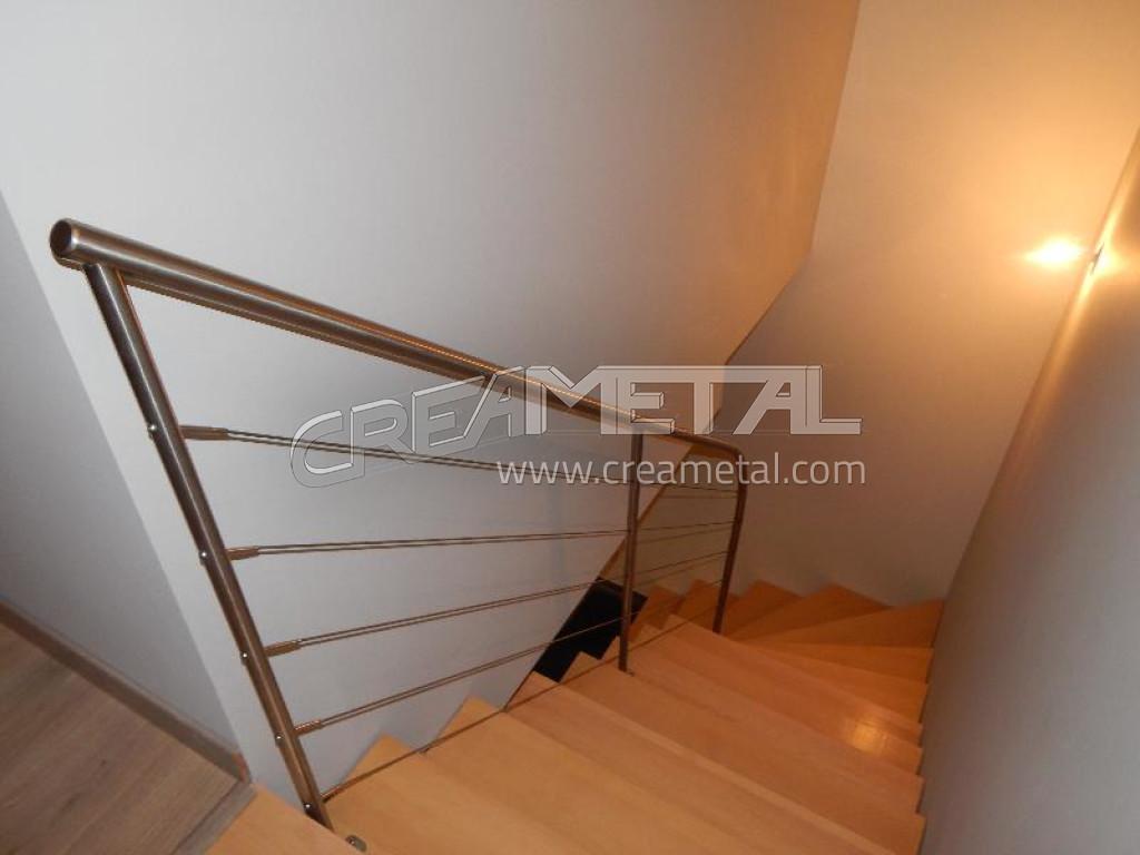 fabricant escalier en acier laqu limon central d billard avec marche en bois h tre vernis. Black Bedroom Furniture Sets. Home Design Ideas
