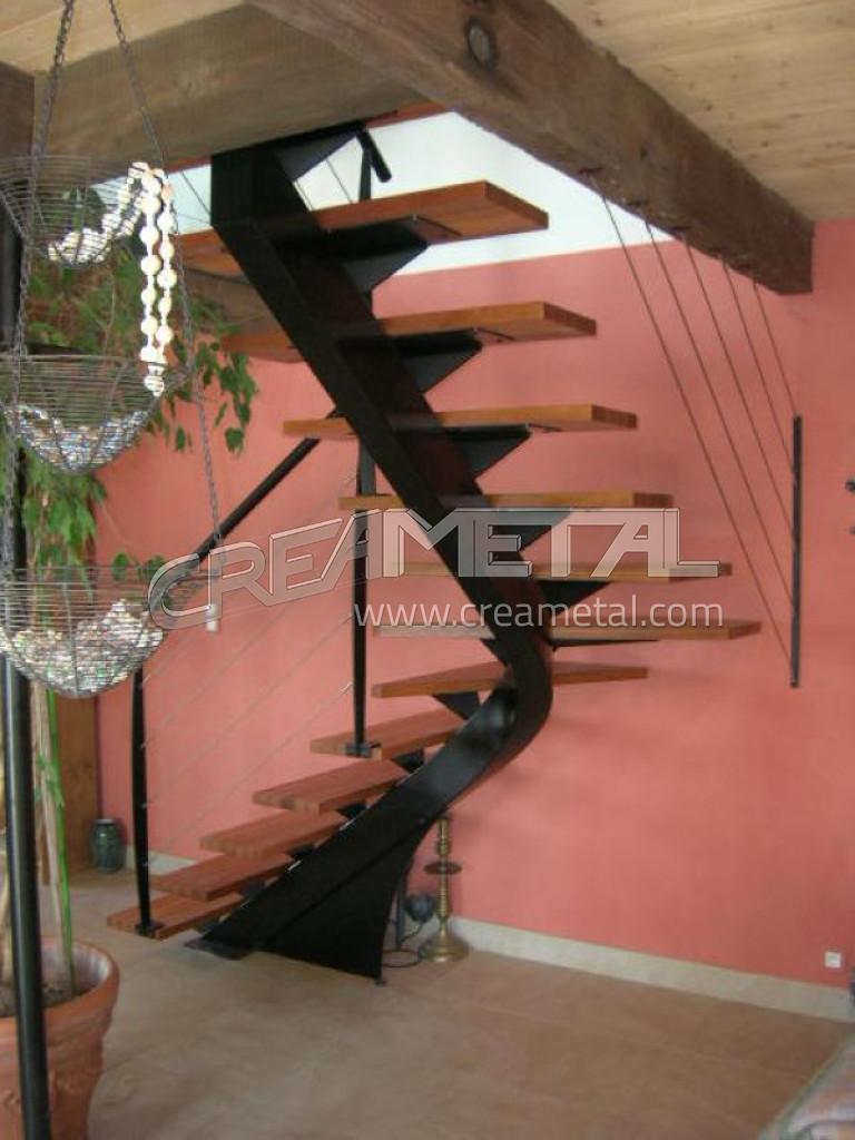 fabricant escalier limon central d billard en acier laqu avec marche en bois lyon escalier. Black Bedroom Furniture Sets. Home Design Ideas