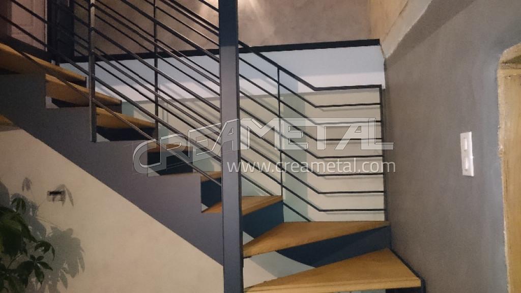 fabricant escalier avec limon cr mailli re escalier moderne en acier avec marche en chataignier. Black Bedroom Furniture Sets. Home Design Ideas