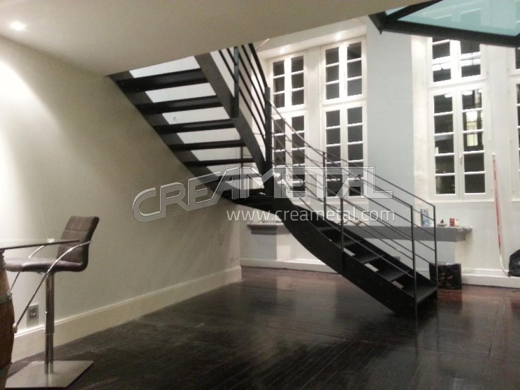 etude et fabrication escalier moderne 1 4 tournant balance en acier brut vernis incolore creametal. Black Bedroom Furniture Sets. Home Design Ideas