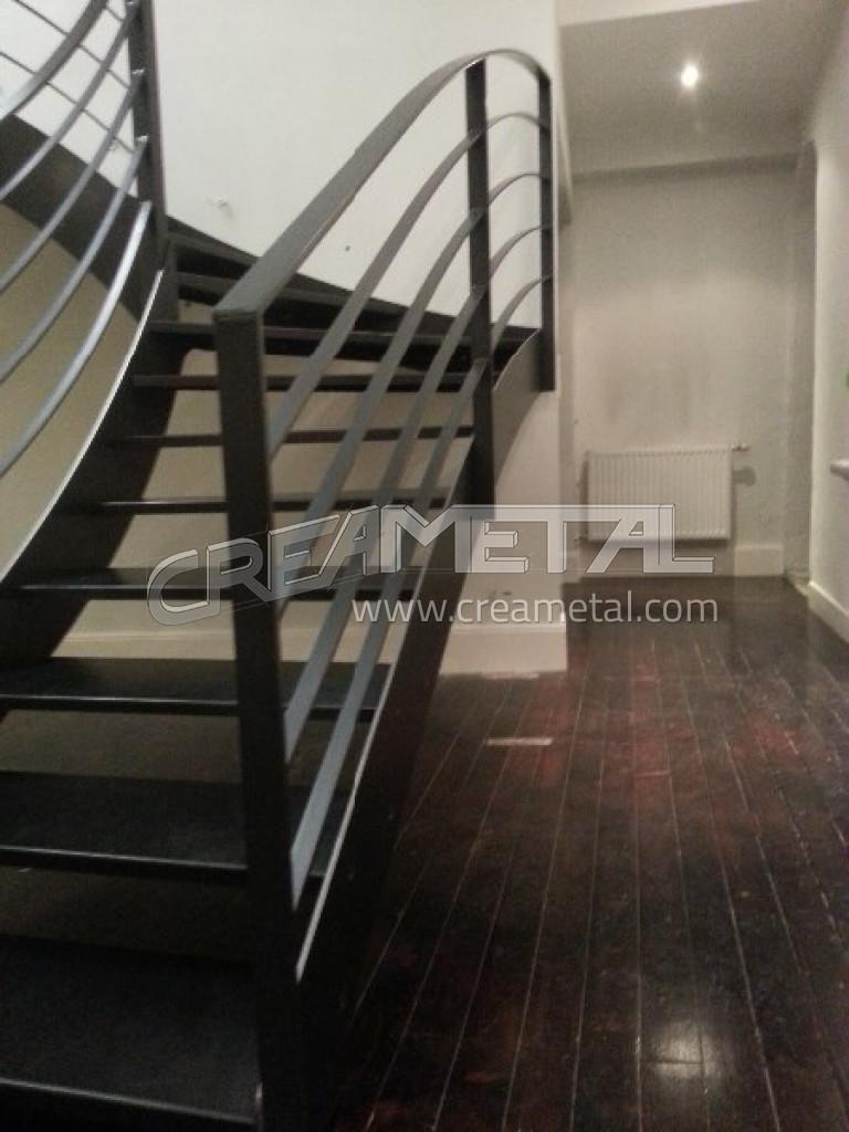 Escalier Acier Brut etude et fabrication escalier moderne 1/4 tournant balance en acier