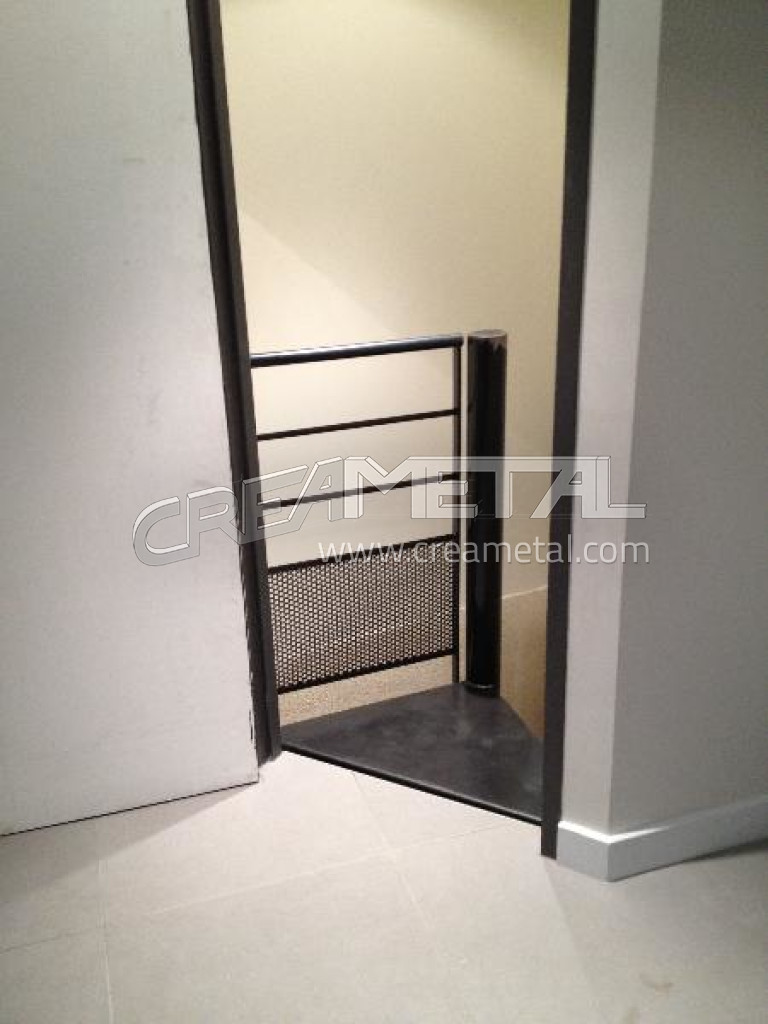 etude et fabrication escalier en acier brut sur mesure cage carr e colima on creametal. Black Bedroom Furniture Sets. Home Design Ideas