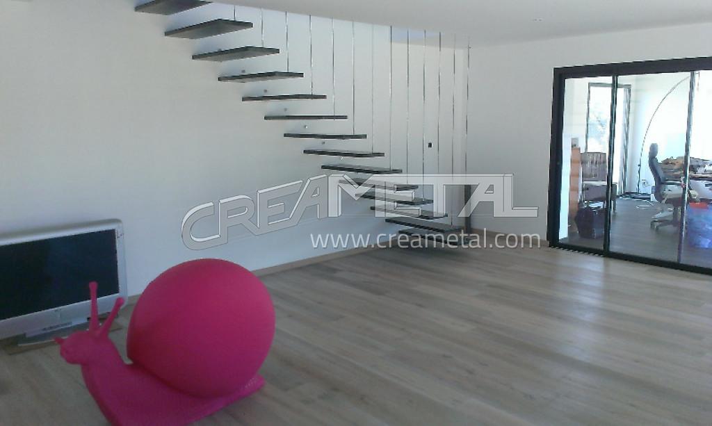 Etude et fabrication Escalier suspendu design en acier installé en ...