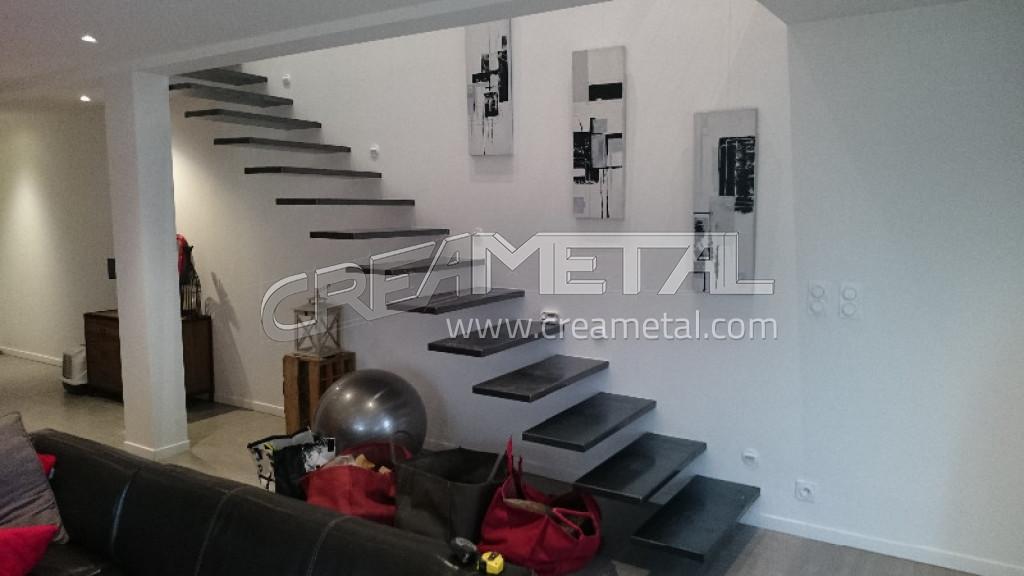 Escalier Acier Brut etude et fabrication escalier suspendu en acier brut proche de lyon
