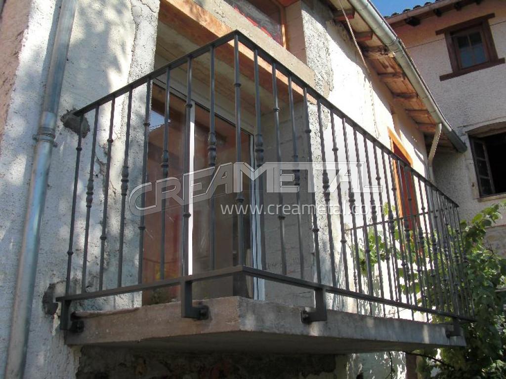 fabricant garde corps balcon en acier lyon garde corps balcon. Black Bedroom Furniture Sets. Home Design Ideas