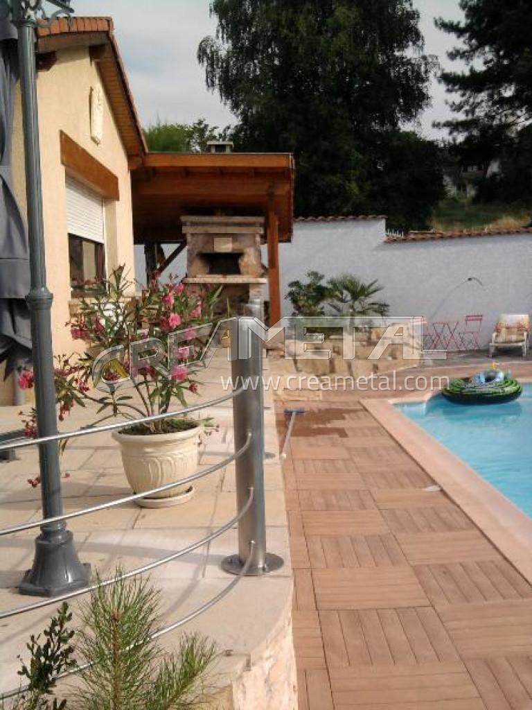 fabricant protection piscine et terrasse garde corps avec poteau en inox et c ble tendu inox. Black Bedroom Furniture Sets. Home Design Ideas