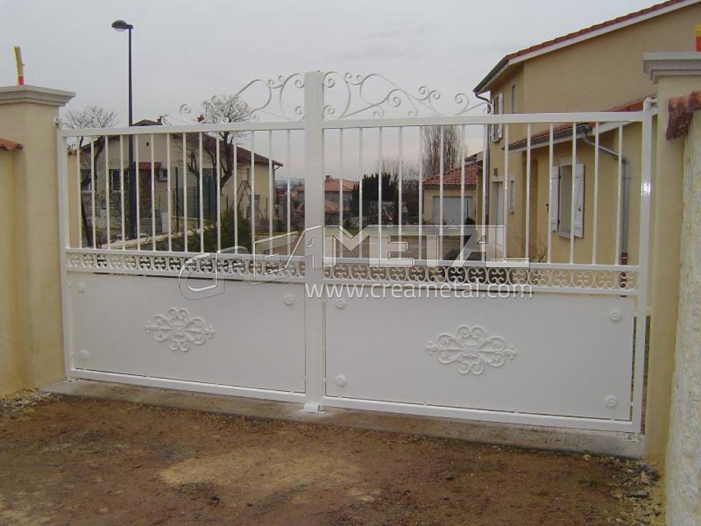 fabricant r novation fabrication ou transformation de portails en acier aluminium lyon. Black Bedroom Furniture Sets. Home Design Ideas