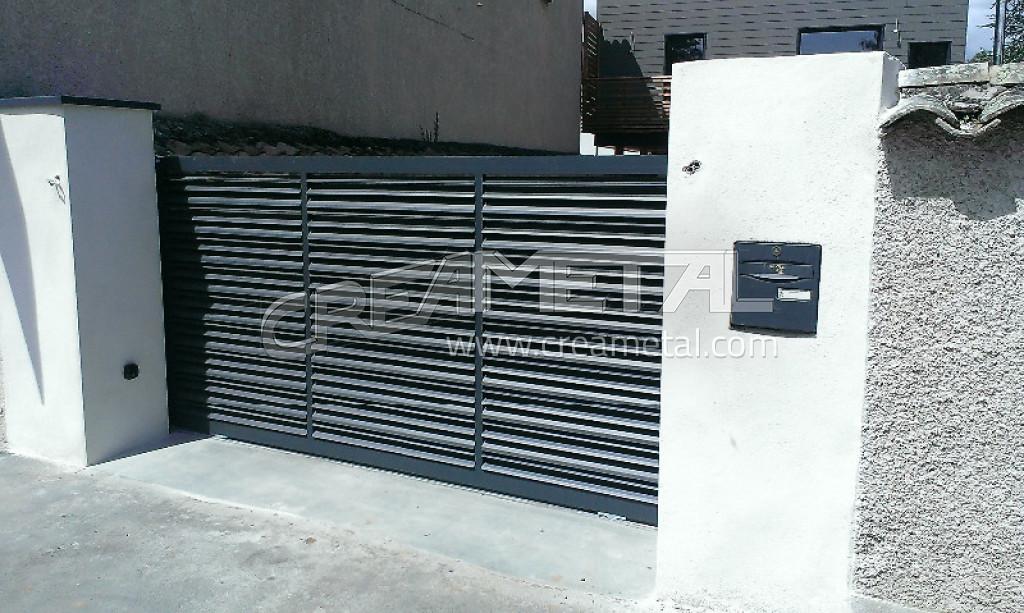 Etude et fabrication portail coulissant automatique en aluminium 69220 creametal for Portail coulissant automatique